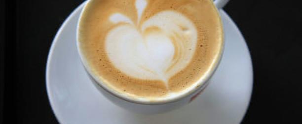Kawa z kofeiną czy bez-która zdrowsza dla żołądka?