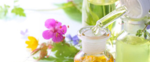 Kosmetyki syntetyczne a naturalne kosmetyki ziołowe